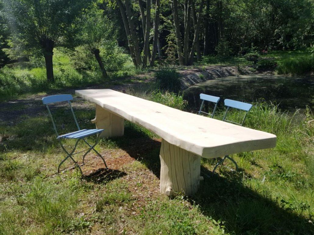 Tische, rustikaler Tisch (1) unbesäumte Bohle