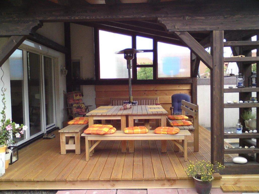 Terrasse Douglasie Riffelbohle (1), mit farbig abgesetzten Elementen und Windschutz